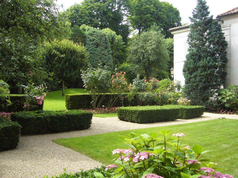 L 39 espace vert jardinier paysagiste for Jardinier entretien jardin